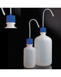 Lavage des bouteilles avec bouchon bleu en polyéthylène